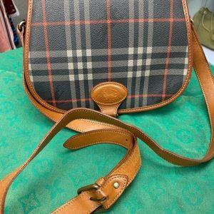 Vintage Burberry's sling bag